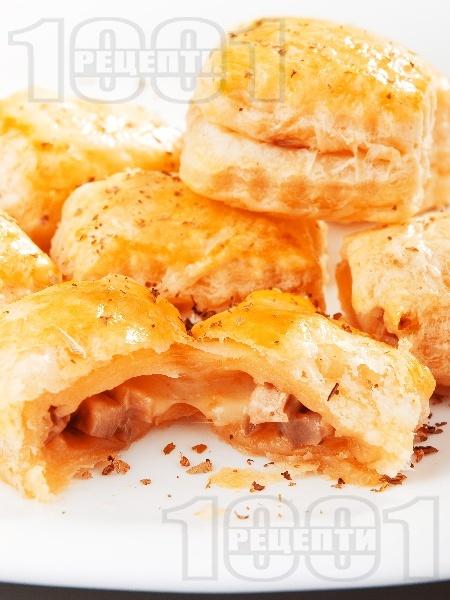 Равиоли от бутер тесто (бутерки) с гъби печурки, сирене моцарела и яйце - снимка на рецептата